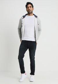 Tommy Jeans - ORIGINAL SLIM FIT - Långärmad tröja - classic white - 1