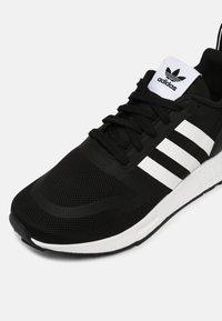 adidas Originals - MULTIX UNISEX - Trainers - core black/white - 6