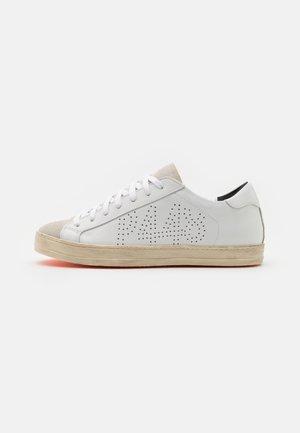 JOHN UNISEX - Sneakers - white/orange