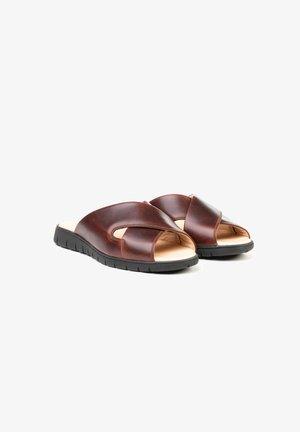 Sandalias planas - marron