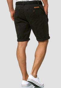 INDICODE JEANS - CASUAL FIT - Shorts - mottled black - 2