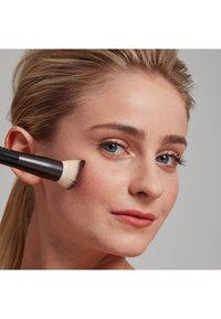Nyx Professional Makeup - TOTAL CONTROL PRO DROP FOUNDATION - Foundation - natural - 2