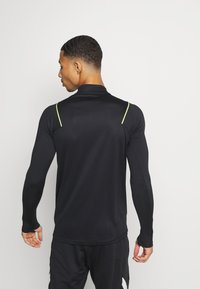 Nike Performance - MERC DRY - Funktionsshirt - black/volt - 3