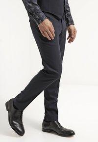 Tiger of Sweden - HERRIS - Pantalon de costume - dark blue - 3