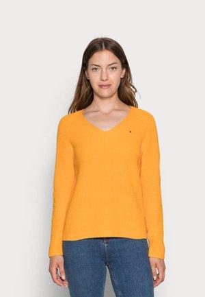 HAYANA  - Jumper - amber ochre