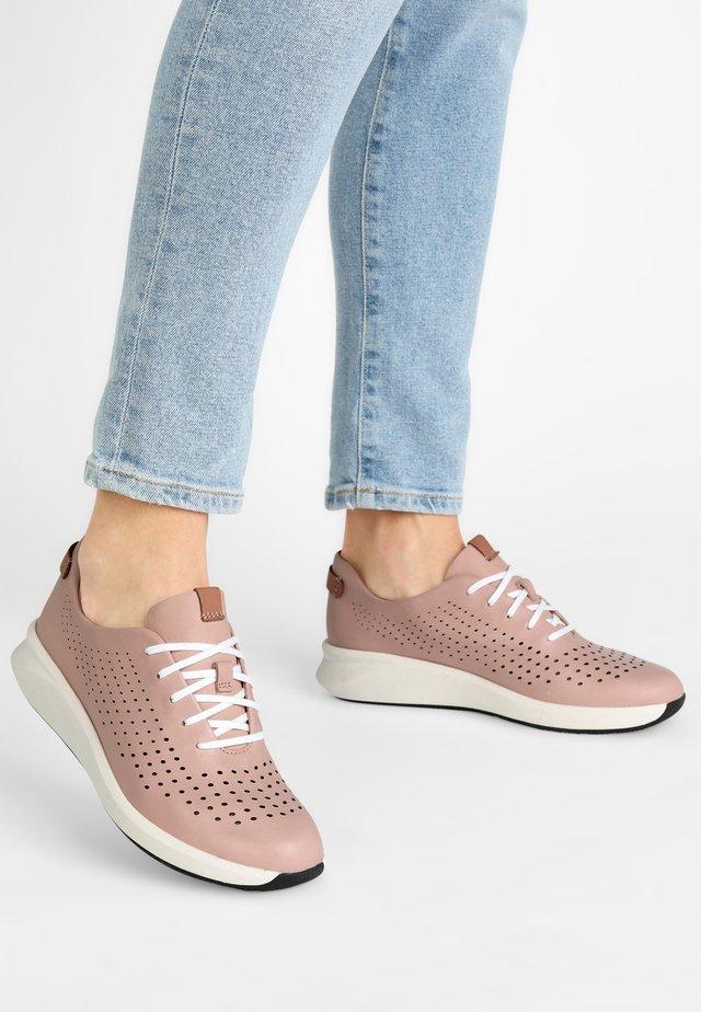UN RIO TIE - Sneakers basse - roze leer