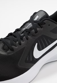 Nike Performance - DOWNSHIFTER 10 - Scarpe running neutre - black/white/anthracite - 5