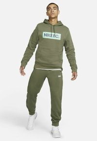 Nike Performance - FC PANT - Träningsbyxor - medium olive/clear - 1