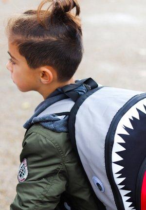 SHARK - Batoh - grau