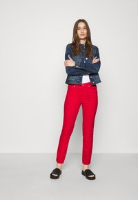 Benetton - TROUSERS - Džíny Straight Fit - red - 1