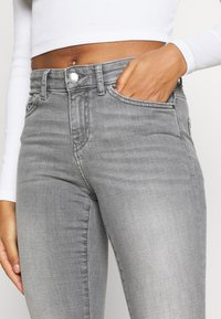 ONLY - ONLANNE MID SKINNY - Jeans Skinny Fit - grey denim - 3