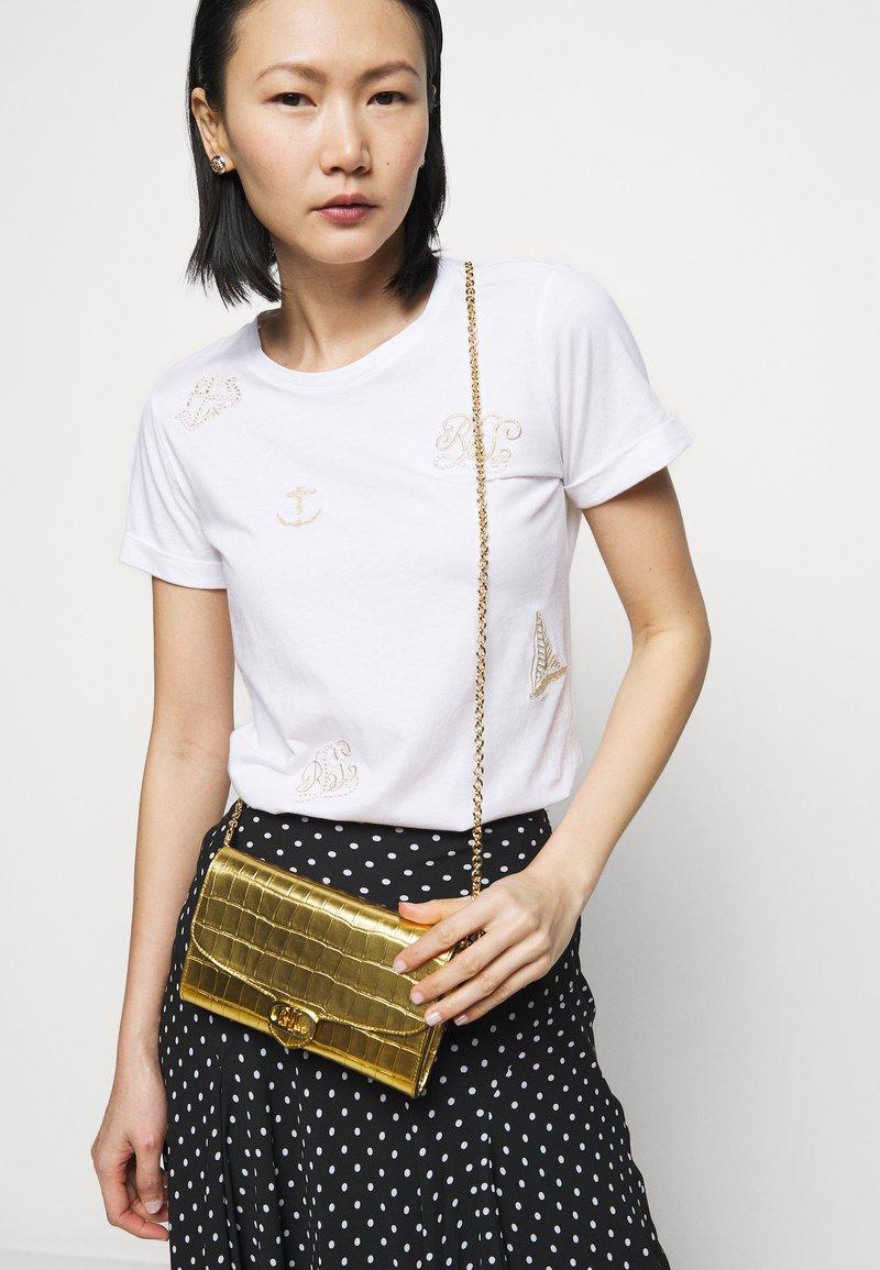 Lauren Ralph Lauren - ADAIR CROSSBODY SMALL - Wallet - antique gold-coloured
