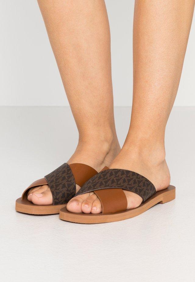 GLENDA  - Sandalias planas - luggage/brown