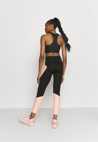 Puma - TRAIN FLAWLESS FOREVER HIGH WAIST 7/8 - Medias - black/elektro peach - 2