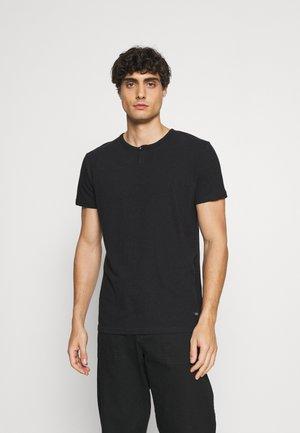 COHEN - Jednoduché triko - black