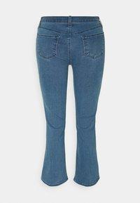 J Brand - SELENA MID RISE CROP BOOT - Jeans Skinny Fit - vivacious - 5