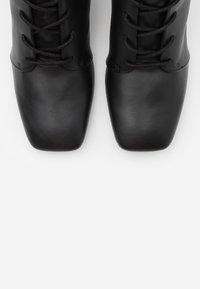 Monki - VEGAN THELMA BOOT - Snørestøvler - black - 5