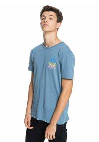 Quiksilver - ISLAND PULSE - Print T-shirt - captains blue - 3