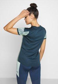 Puma - GRAPHIC - Camiseta estampada - dark denim/mist green - 2
