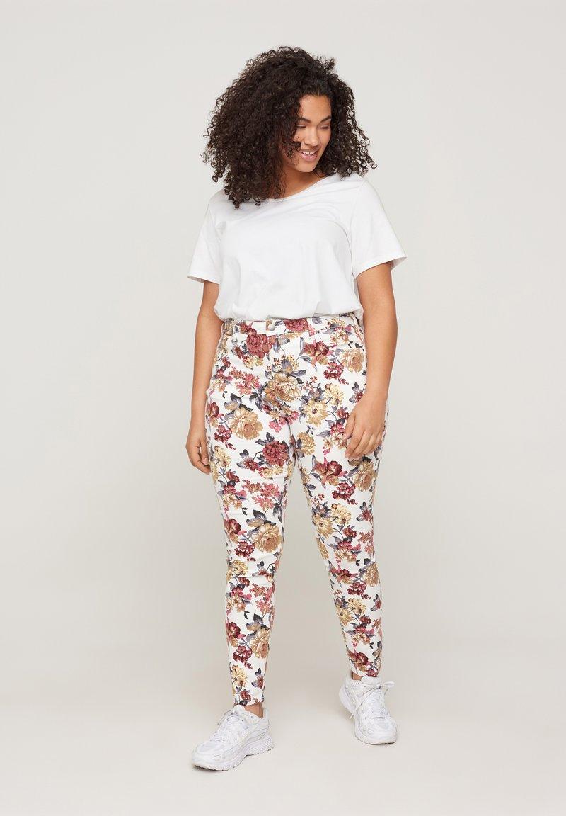 Zizzi - Slim fit jeans - white flower aop