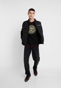 Glorious Gangsta - PROPSECT LOGO - Sweatshirt - black - 1