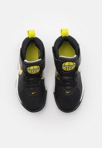 Nike Performance - TEAM HUSTLE 9 UNISEX  - Basketbalschoenen - black/high voltage/light smoke grey - 3