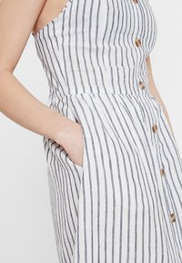 ONLY - ONLLUNA STRAP STRIPE DRESS - Skjortekjole - white - 5