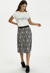 Kaffe - A-line skirt - black w.daisy flowers - 1