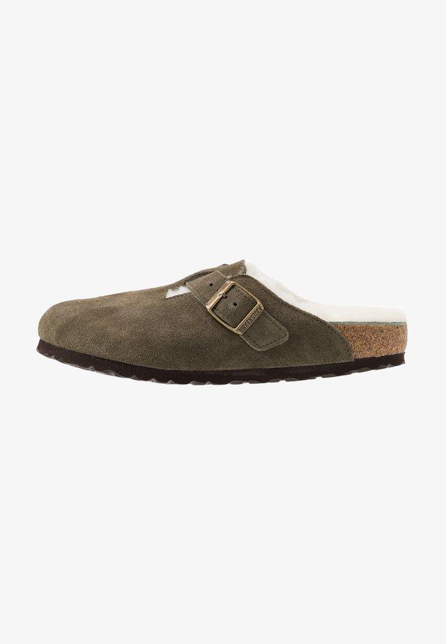 BOSTON  - Domácí obuv - green
