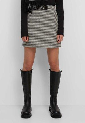MIT LÄSSIGEM HAHNENTRITT-MUSTER - A-line skirt - black