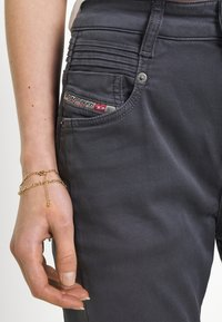 Diesel - FAYZA - Relaxed fit jeans - grey blue - 5