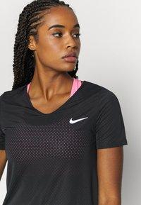 Nike Performance - BREATHE - Print T-shirt - black/silver - 4