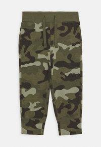 GAP - TODDLER BOY - Spodnie treningowe - green - 0