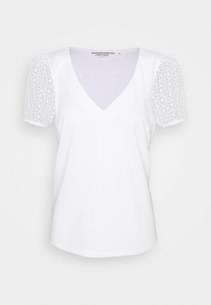 MILANO - T-shirts med print - ecru