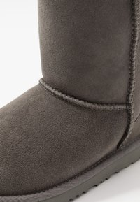 UGG - CLASSIC  - Kotníkové boty - grey - 5