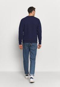 Lacoste - Sweatshirt - marine/rouge - 2