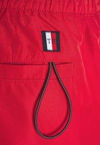 Tommy Hilfiger - LOGOLINE MEDIUM DRAWSTRING - Swimming shorts - red - 6