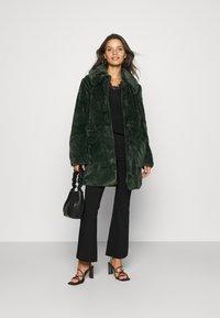 VILA PETITE - VIBODA COLLAR COAT - Classic coat - darkest spruce - 1