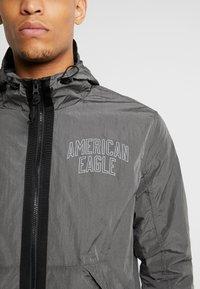 American Eagle - CRINKLE WINDBREAKER - Veste légère - street grey - 4