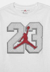 Jordan - 23 GAME TIME  - T-shirt con stampa - white - 2