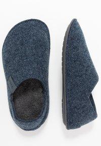 Crocs - CLASSIC CONVERTIBLE - Tofflor & inneskor - navy/charcoal - 1
