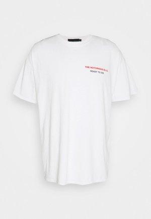 BIGGIE BACK OVERSIZED WASHED TEE - T-shirt med print - white washed
