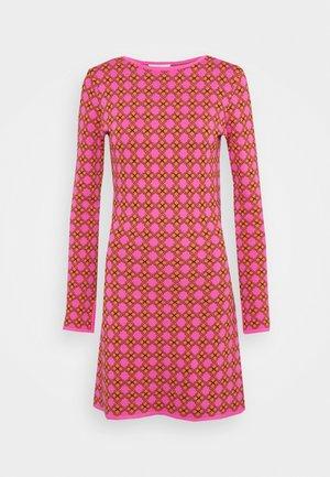 MOSAIC TILE SWING DRESS - Jumper dress - pink