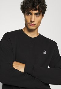 Benetton - CREW NECK - Felpa - black - 4