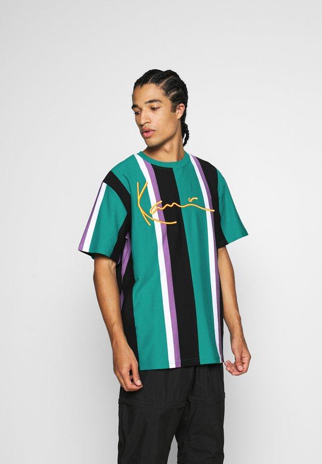 SIGNATURE STRIPE TEE UNISEX - T-shirt print - turquoise