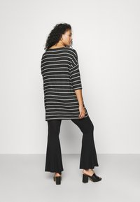 CAPSULE by Simply Be - SOFT TOUCH SIDE POCKET - Long sleeved top - charcoal - 2