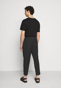3.1 Phillip Lim - SINGLE PLEAT - Kalhoty - black - 2