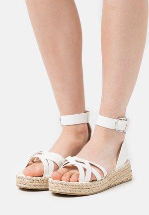2 PART WITH MUTLI CROSS OVER STRAPS - Sandály na platformě - white