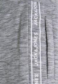 Jack & Jones Performance - JCOZHALF TAPE  - Pantalon de survêtement - light grey melange - 5