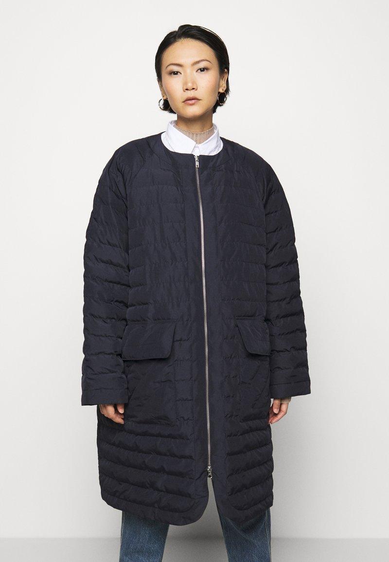 Henrik Vibskov - THINK ABOUT LONG COAT - Klasický kabát - navy blue